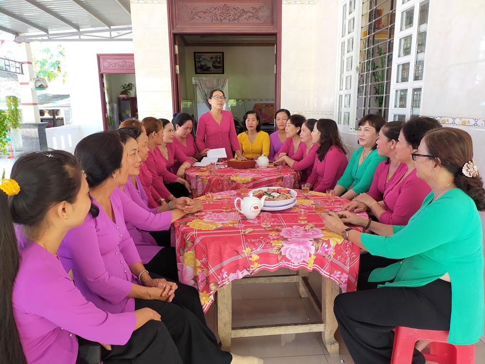 Giồng Trôm: Tổ phụ nữ đảm đang xã Hưng Lễ góp phần xây dựng xã nông thôn mới