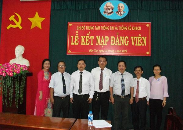 Chi bộ Trung tâm Thông tin và Thống kê KH&CN tổ chức lễ kết nạp Đảng viên