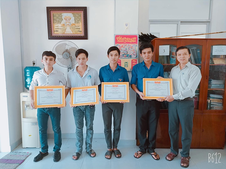 Nhiều nhóm sinh viên nghiên cứu Trường Cao đẳng Bến Tre được khen thưởng thành tích nghiên cứu khoa học