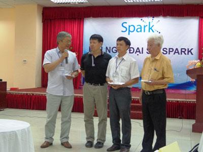 """Bến Tre-Một cá nhân được Trung tâm Sáng kiến xã hội tia sáng-Liên hiệp các hội khoa học kỹ thuật Việt Nam tôn vinh và trao danh hiệu """"Đại sứ sáng kiến"""