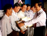 Nhiều nông dân được biểu dương khen thưởng trong Hội nghị Nông dân điển hình tiên tiến